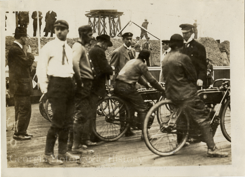 Atlanta Speedway opened in 1909